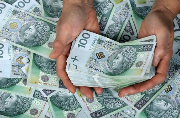 pieniadze-banknoty-kasa-pozyczka-dlug-komornik_25264087.jpg